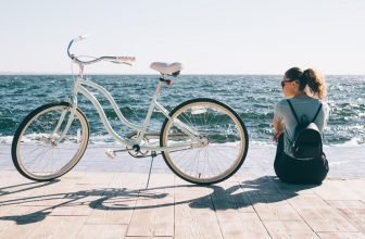 cruiser bike for women near the beach