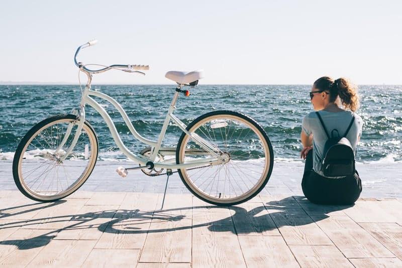 cruiser bike for women near the beach
