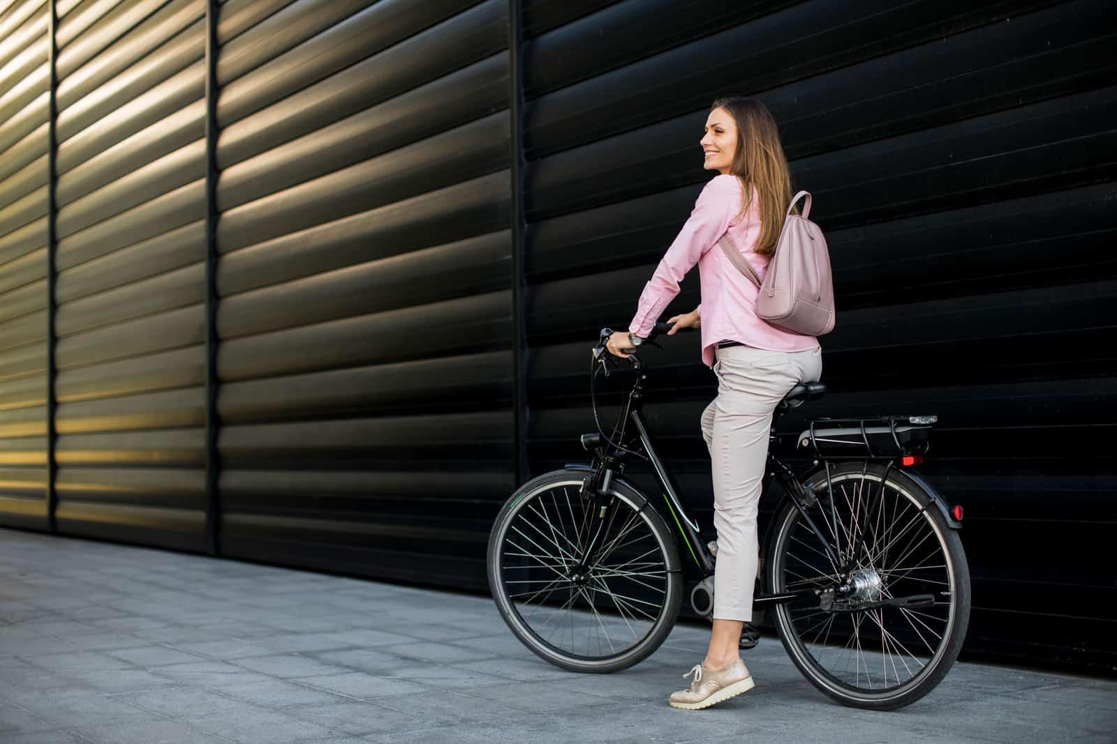 hybrid bikes under 300 dollars for women
