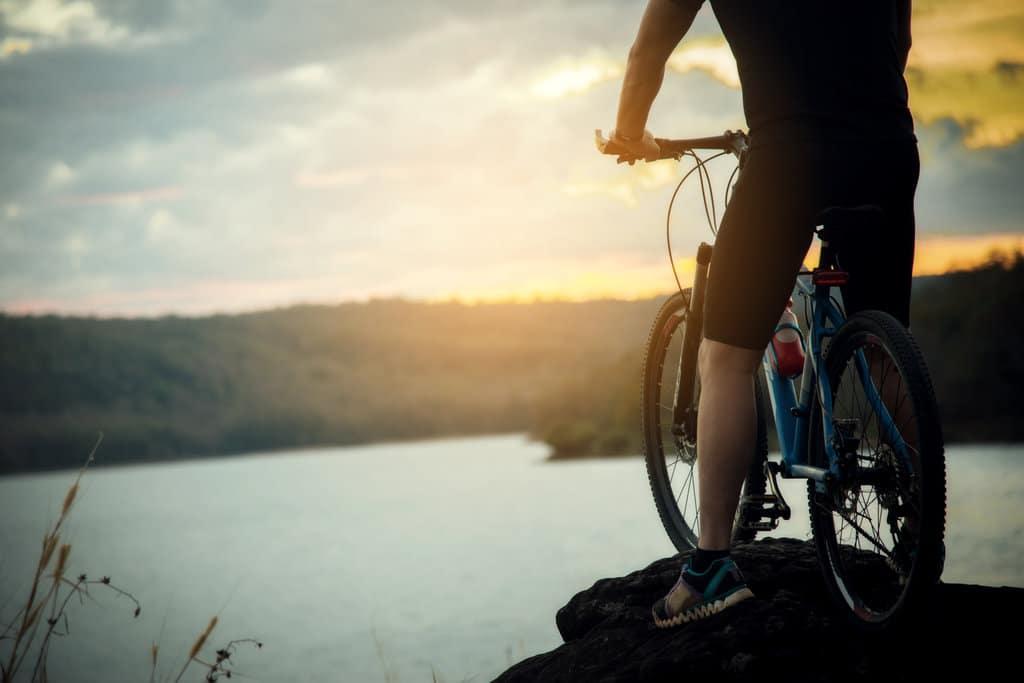 how to choose between road bike vs mountain bike