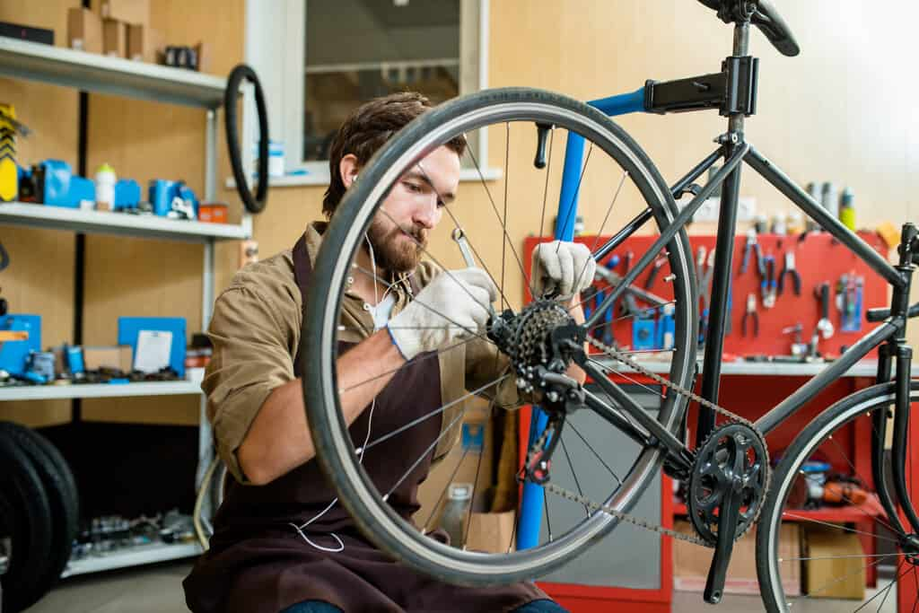tighten bike chain on your bicycle