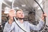 How to Take a Bike Tire Off a Rim